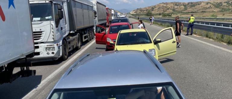 Кошмарът на границата с Гърция продължава. Опашката от чакащи автомобили