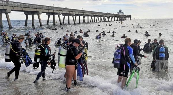 Най-малкият участник е 13-годишно момичеКрай бреговете на щата Флорида, САЩ,