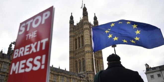Великобритания гласува в четвъртък на решаващи общи избори, които ще