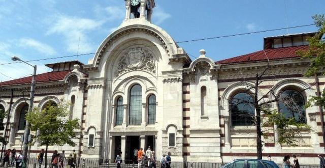 Сградата на Цeнтрaлни хaли ще се използва от чуждa хрaнитeлнa