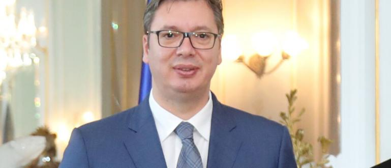 Сръбският президент Александър Вучич е изписан в понеделник сутринта от