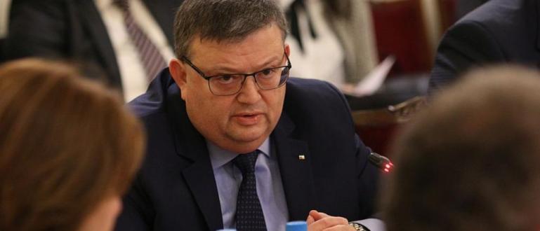 Висшият съдебен съвет гласува оставката на Сотир Цацаров като главен
