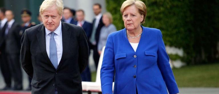 Британският премиер Борис Джонсън заяви на руския президент Владимир Путин,