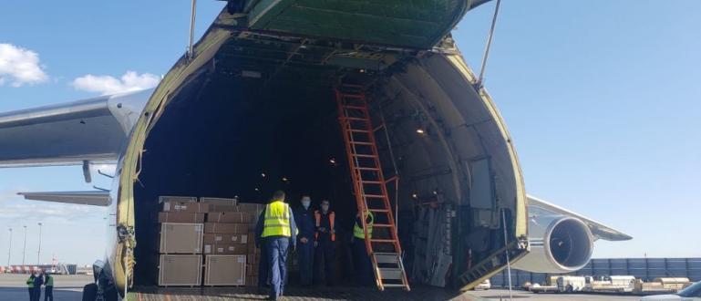 Руски самолет с товар от медицинско оборудване за САЩ пристигна