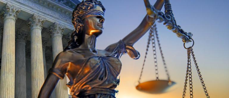 Генералният прокурор на Минесота Кийт Елисън повдига обвинения срещу Дерек