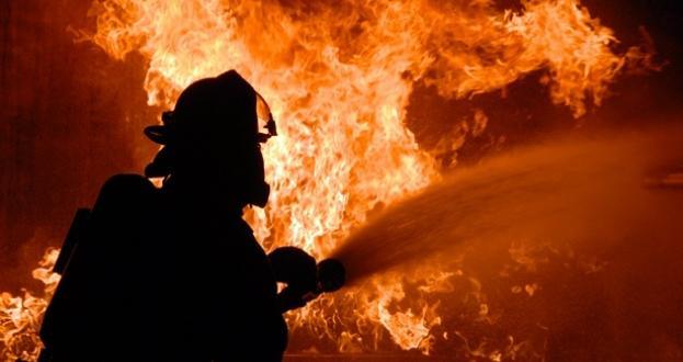 Голям пожар във фабрика за пластмаси в северното атинско предградие