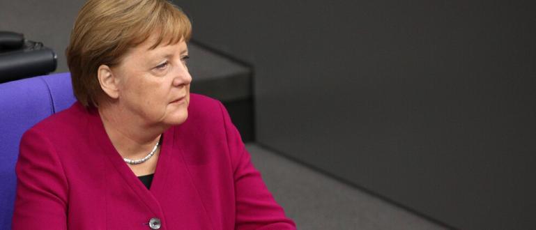 Германският канцлер Ангела Меркел отново се разтрепери на официално събитие.