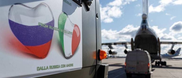 Широко отразената инициатива на Русия да предостави на Италия специалисти
