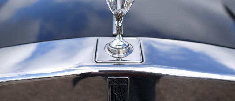 Продажбите на луксозни автомобилив България продължават да саблизо 10%от всички