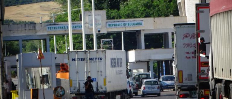 Забраненото влизане на сръбски туристи е поредния удар, оплакват се
