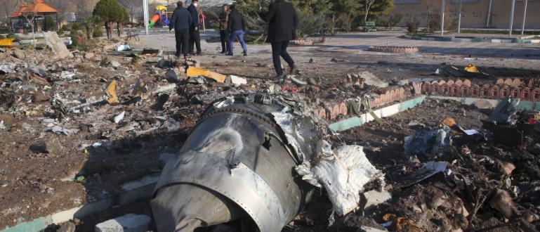 Самолетът Боинг на украинска авиокомпания, който се разби край Техеран