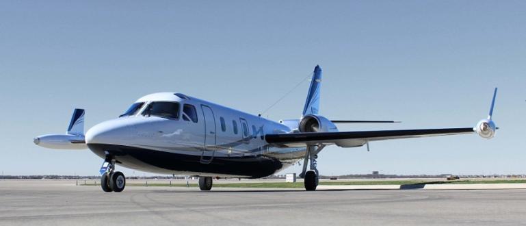 Санитарен самолет Westwind се разби при излитане от летището на