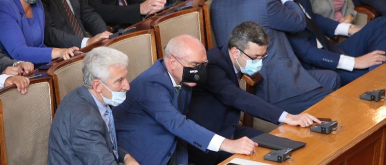 Парламентът прие декларация в защита на целостта на българската общност