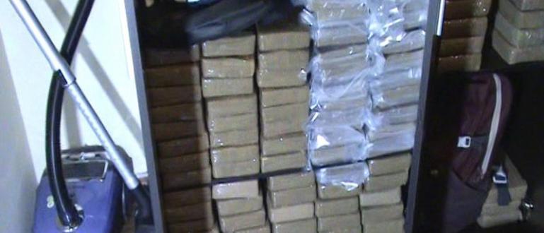 """СДВР и ГДБОП задържаха късно снощи в """"Студентски град"""" кокаин"""