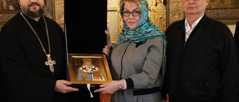 Новият руски посланик у нас Елеонора Митрофанова пристигна в София.