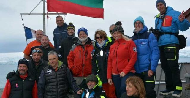 Флагманът на чилийската антарктическа флота ледоразбивачът