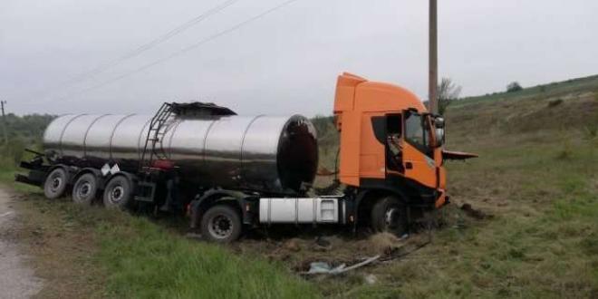 Снимка: Шофьор почина в катастрофа на 2 цистерни