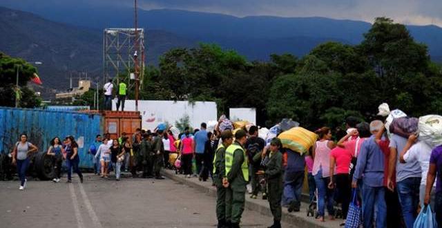 Снимка: Хиляди венецуелци в Колумбия за храна и лекарства