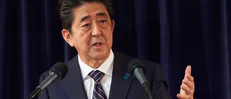 Либерално-демократическата партия на премиера Шиндзо Абе спечели мнозинство на парламентарните