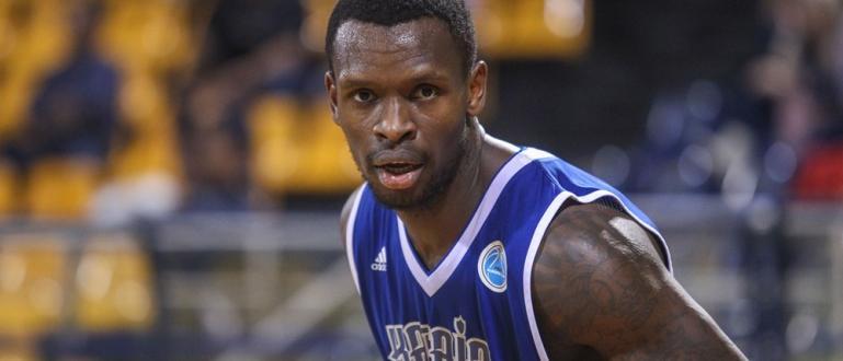 Баскетболният Левски Лукойл привлече канадския център Райън Райт, съобщи Дарик.Той