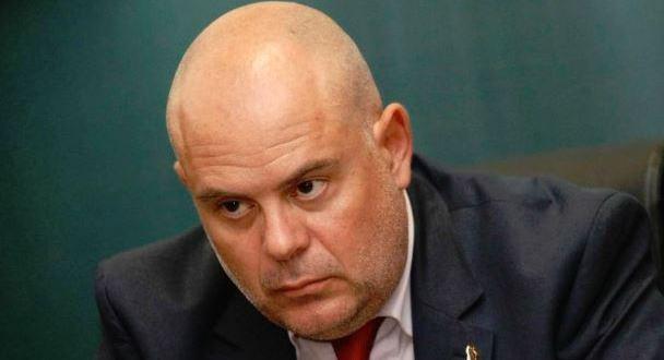 Главният прокурор Иван Гешев поискаотстраняването от длъжност на обвинения в