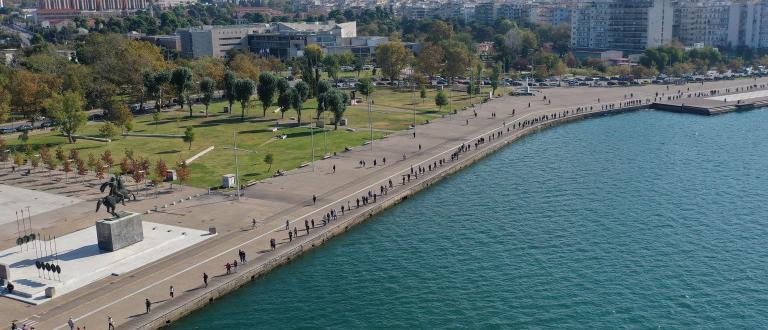 Гърция налага регионални блокади на втория по големина град Солун