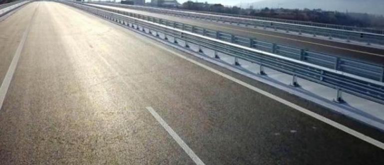 Движениетопо автомагистрала