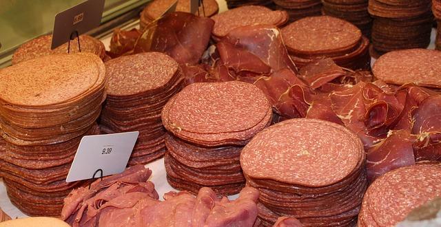 Директорът на свинекомплекса в село Бръшлен предупреждава, че предстои търговците