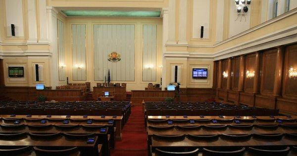Премиерът Бойко Борисов и трима министри са поканени на парламентарен