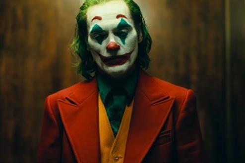 """""""Жокера"""" бе провъзлгасен за най-добрия филм на годината от """"IMDb""""."""