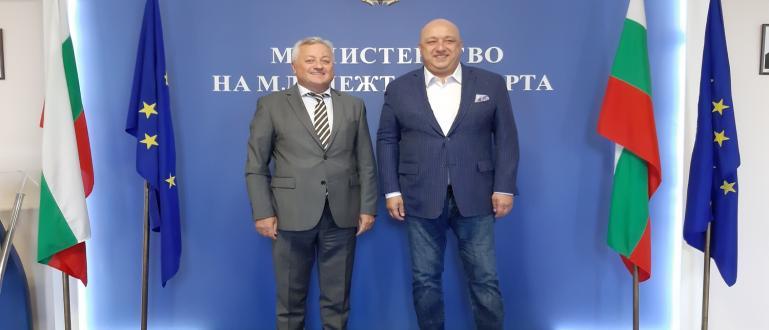 Министърът на младежта и спорта Красен Кралев проведе работна среща