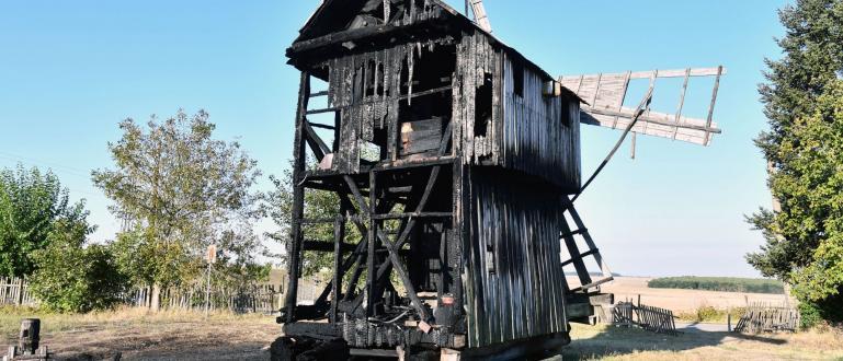 Пожар изпепели вятърната мелница в исперихското село Белинци, съобщиха от
