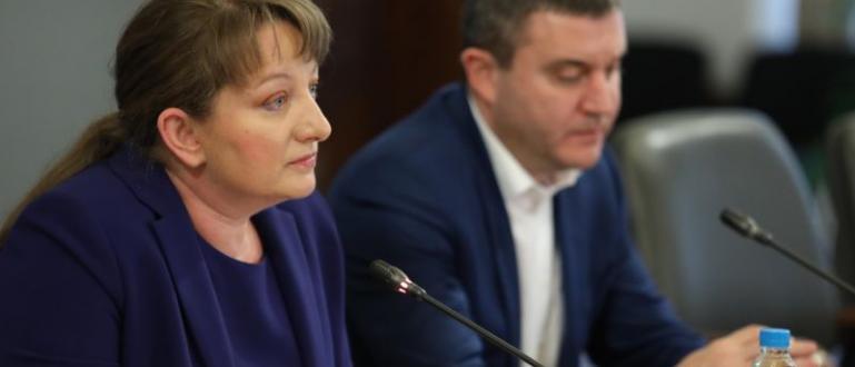 Струпванията пред бюрата по труда са излишни, смята социалният министър