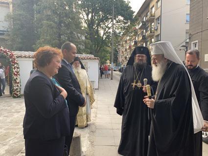 Областният управител Малина Николова и кметът Калин Каменов посрещнаха във