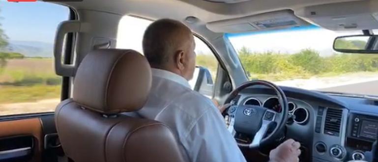 Премиерът Бойко Борисов започна посещение в Бургас.С него са кметът