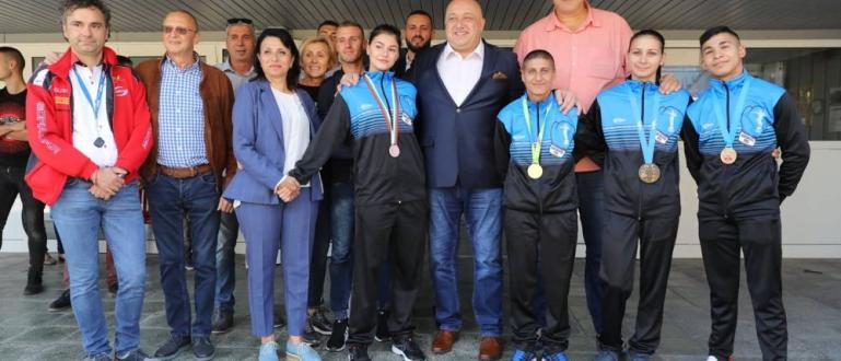 Министърът на младежта и спорта Красен Кралев посети Русе днес.