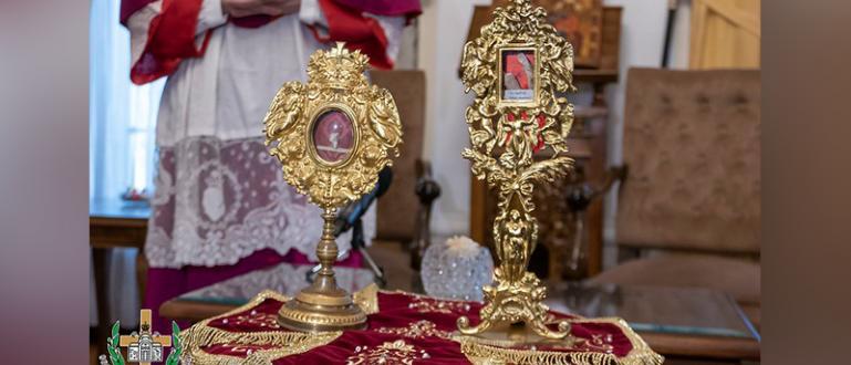 Българският патриарх Неофит получи в дар мощите на двама светци