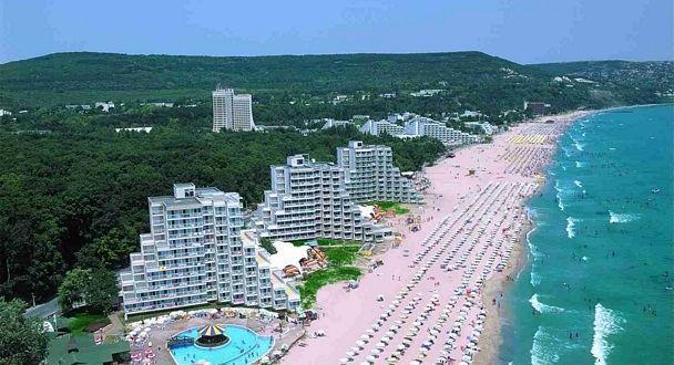 """Курортният комплекс """"Албена"""" отказа да отвори нощните заведения, дори и"""