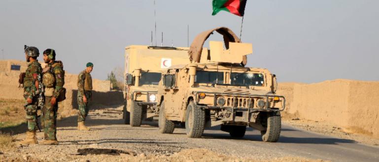 Терористичн атака с кола-бомба срещу военна база в Афганистан днес