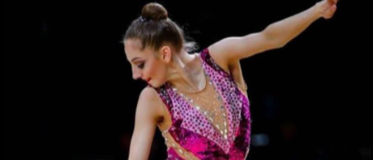 Прекрасната грация от националния тим на България по художествена гимнастика