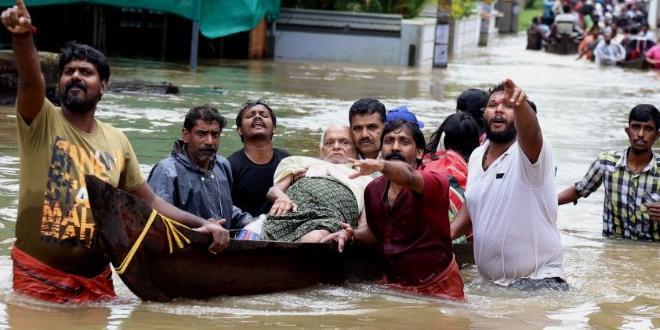 Снимка: 100 загинали при наводненията в Индия