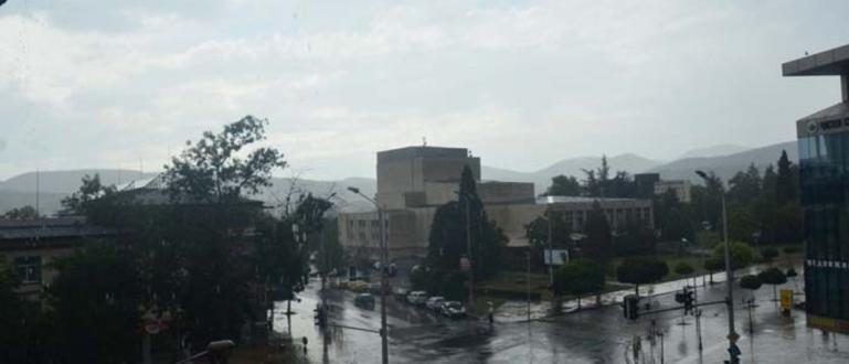 Пороен дъжд с градушка се излянад Кърджали.В деня, в който