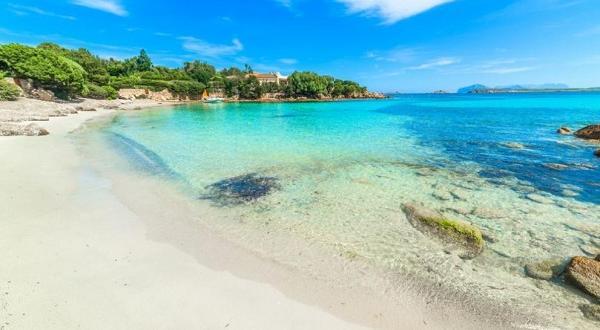 Снимка: Семейство краде пясък от плаж на Сардиния