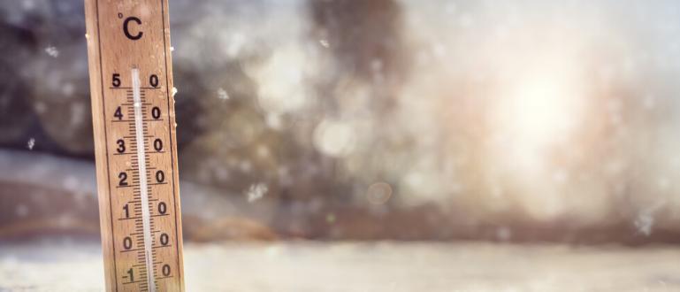Мъглите и ниската облачност остават в равнините и днес –