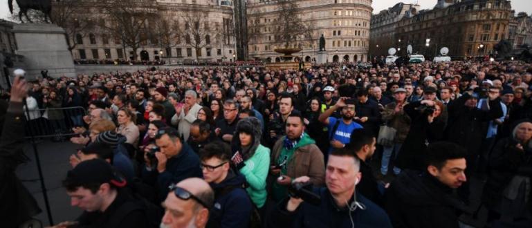 Хиляди хора се събраха днес на площад