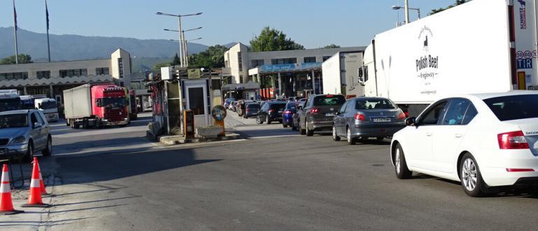 Няколко километра опашка от автомобили се образува тази сутрин преди