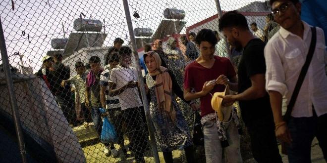 Гръцкото правителство заяви, че ще затвори съществуващи, силно пренаселени лагери