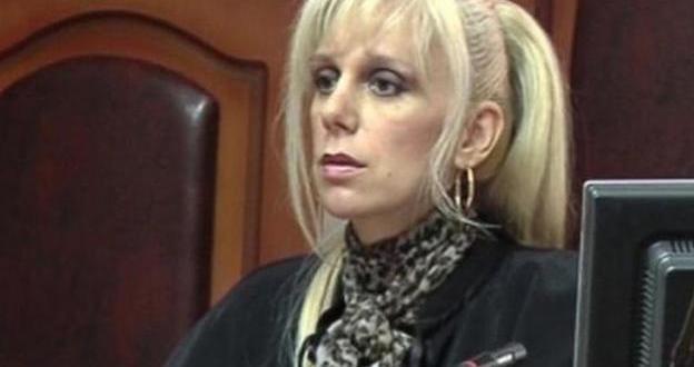 Погребаха Майа Попова, откритата мъртва съдийка от Районен съд Пазарджик.На