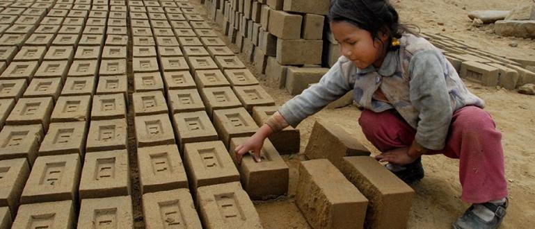 Днес отбелязваме Световния ден срещу детския труд. По данни на