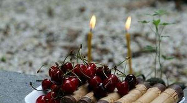 Съботният ден преди Петдесетница е ден в памет на починалите.